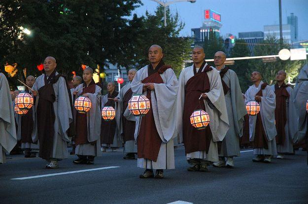1024px-2008-Buddha's_Birthday-Seoul-01