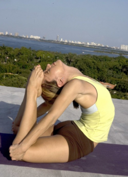 rajakapotasana kino macgregor yoga