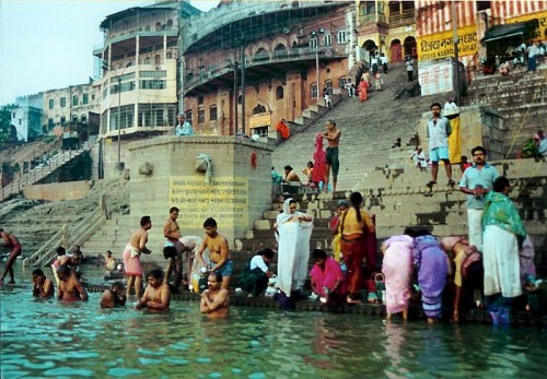 Varanasi-bath-in-the-Ganges