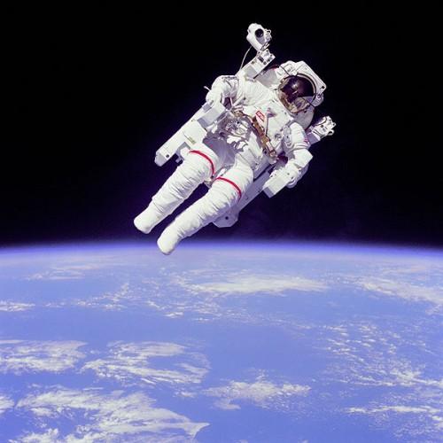 600px-Astronaut-EVA