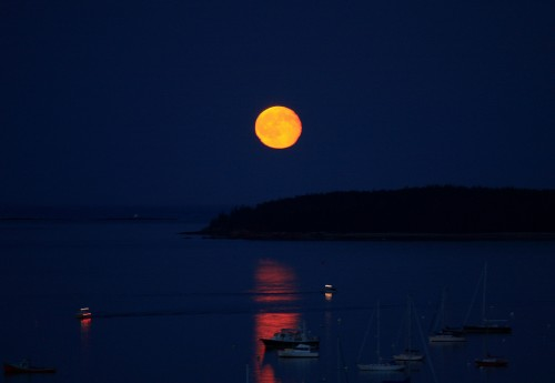 WOW, nice orange moonrise this evening in Maine!