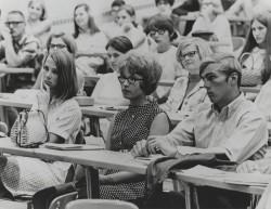 00012-UWGB-students-in-classroom-ca.1969-1970