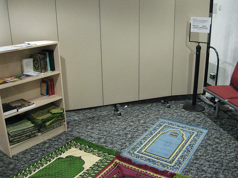 Interfaith Prayer Room, Heathrow Airport (Photo from Wikimedia Commons)