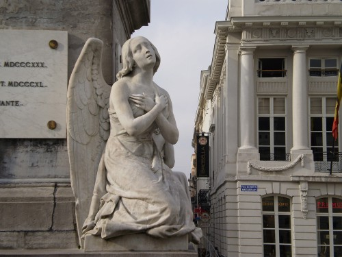 Angel sculpture, Martyrs' Square - Place des Martyrs - Martelaarsplaats 3