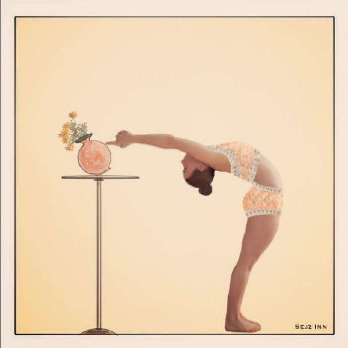 Ardha chandrasana: Backward bend half-moon pose