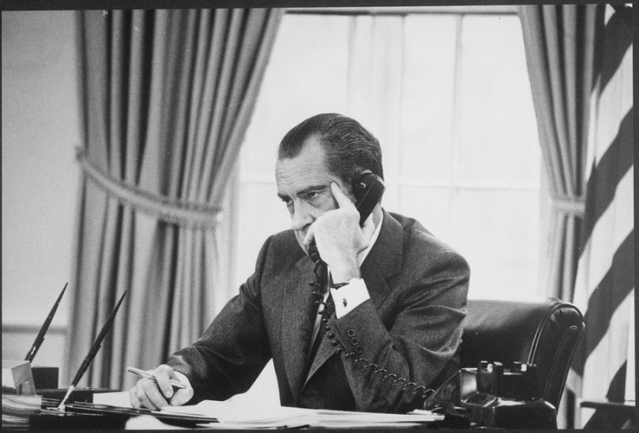 lossy-page1-800px-Richard_M._Nixon_on_the_phone_in_the_oval_office_-_NARA_-_194744