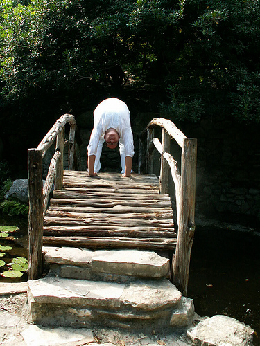backbend on bridge