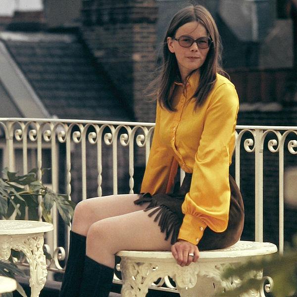 70s fashion woman