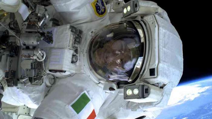 hi_852_luca_parmitano_1st_spacewalk_esa