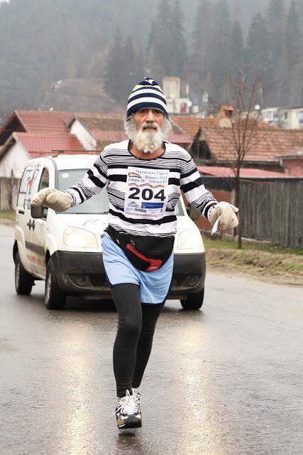 runner winter old man jogging beard race