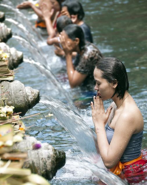 praying water