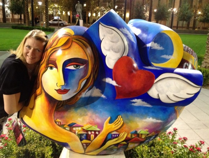 Laura Kutney and heart statue.