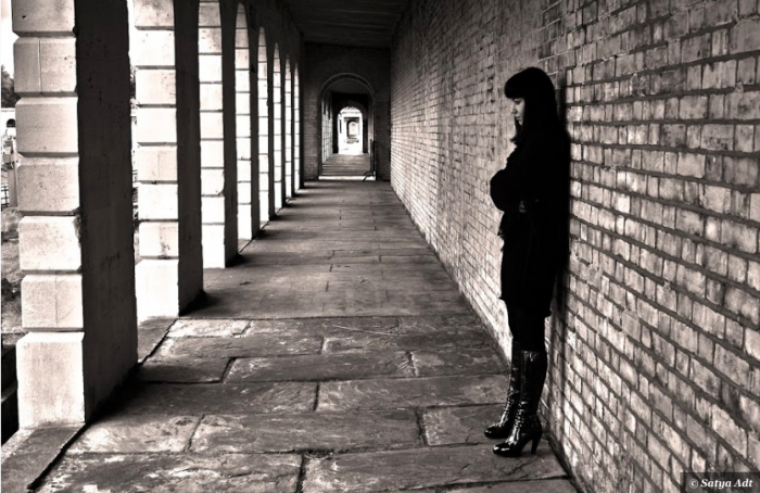 Pixoto_Satya_Adt_hallway_loneliness_woman