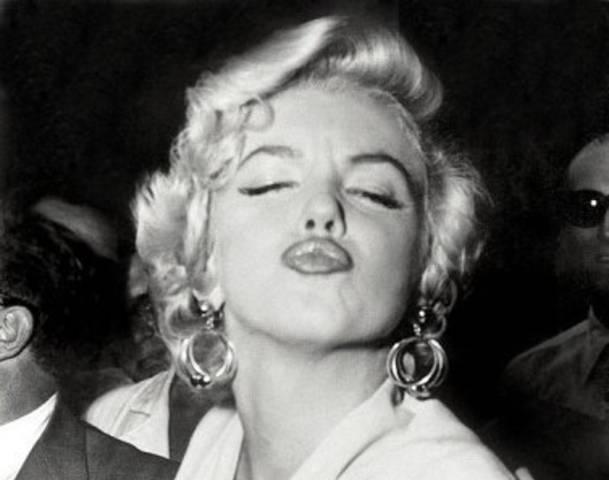 kissingmarilyn-monroe