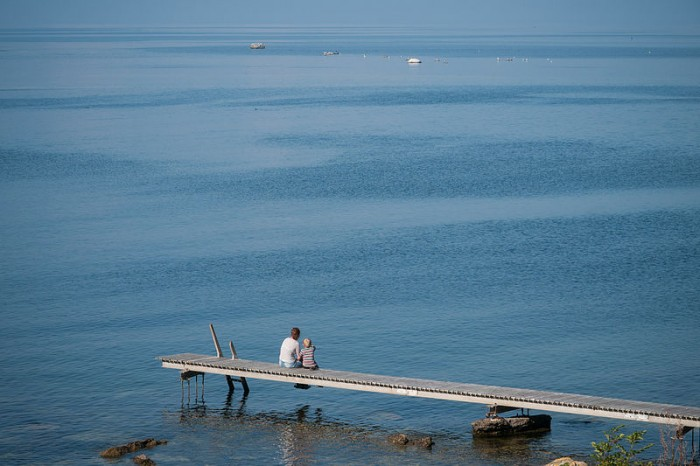 800px-Looking_out_to_sea_(2)