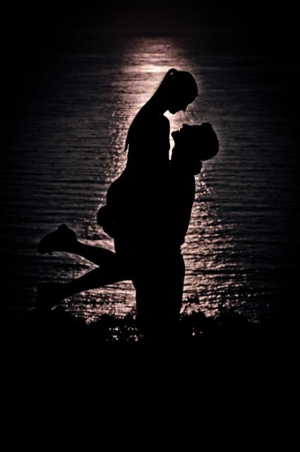 embrace sunset love couple