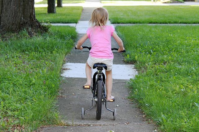 kid bike bicycle training wheels girl