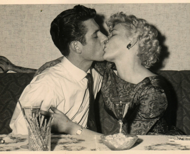 Source: http://wolfeyebrows.wordpress.com/2011/01/12/vintage-couples/