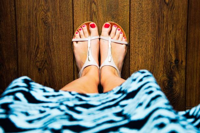 woman feet toes summer sandals