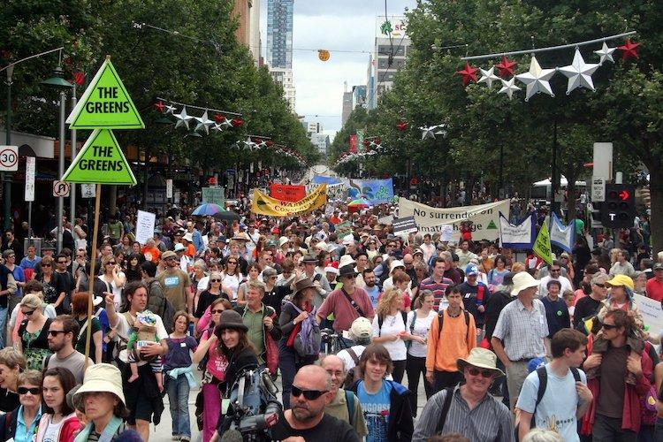 Climate_Rally_flows_down_Swanston_street