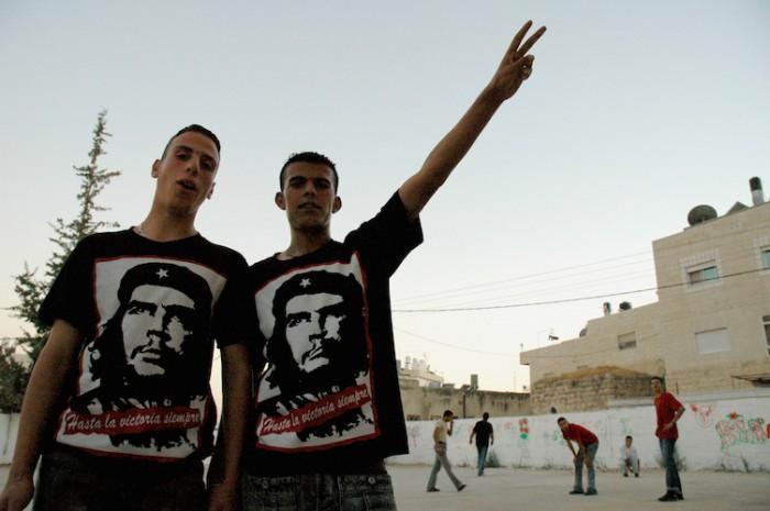 Palestinians_wearing_Che_Guevara_tshirts