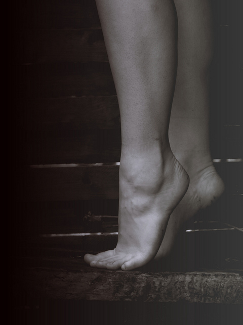 feet tip toe stand