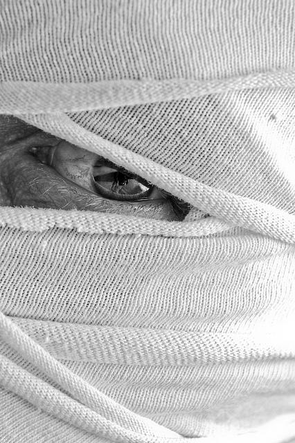 monster mummy peek