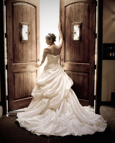 weddingdressdoor