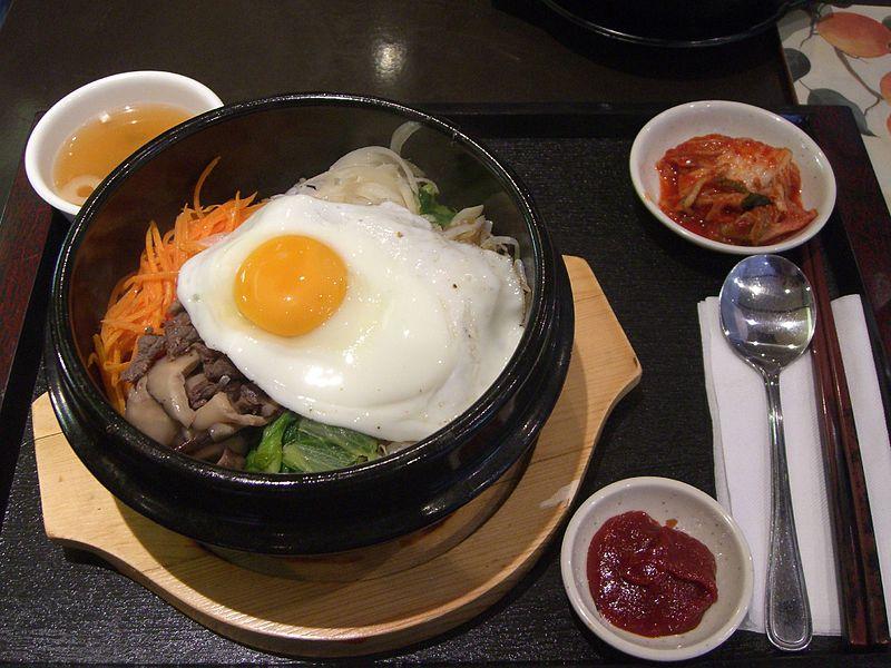 800px-Korean.cuisine-Bibimbap-01