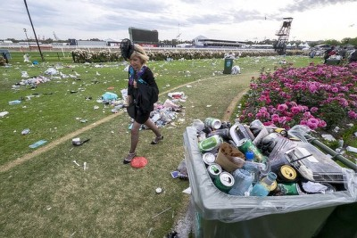 Melbourne Cup 2014 rubbish garbage trash 3