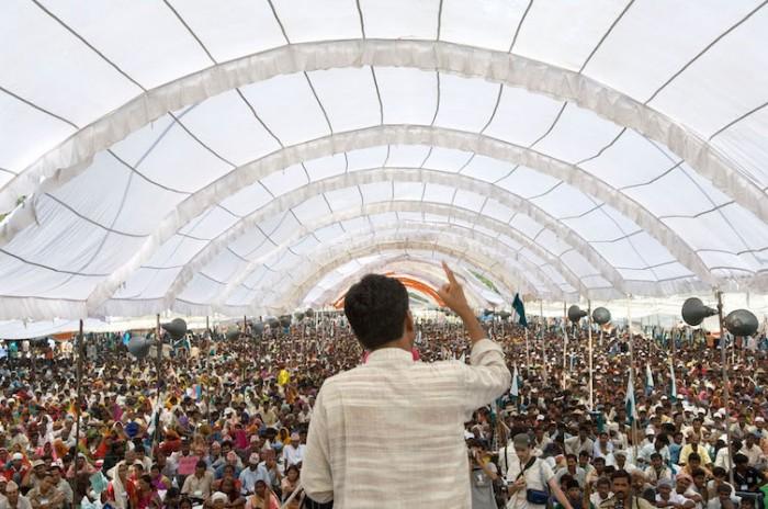 Rajagopal_speaking_to_25,000_people,_Janadesh_2007,_India