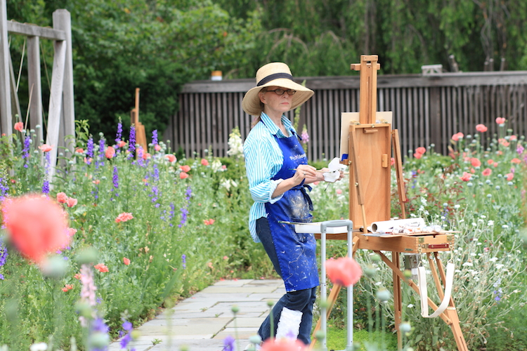 Woman_painting_at_the_National_Arboretum,_2011-05-29