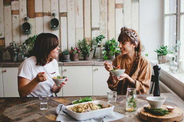 http://www.freundevonfreunden.com/journal/fvf-cooks-veggie-crumble/