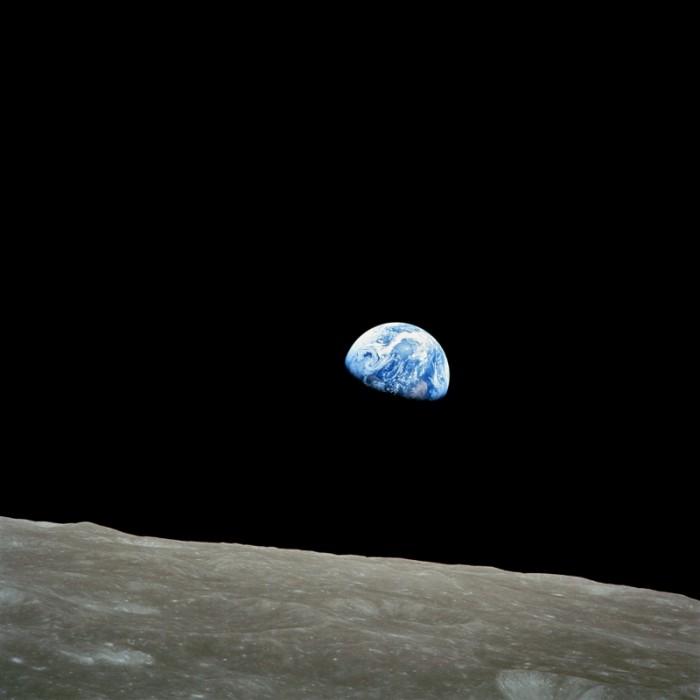 Earthrise (800x800)
