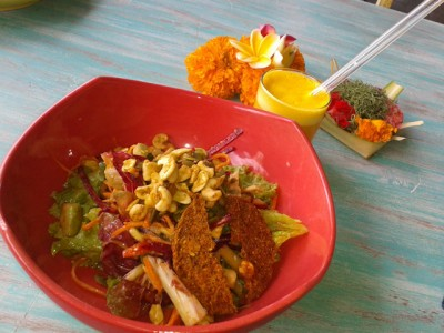 Healthy food and turmeric drink with glass straw Ubud Clear Cafe by Yaisa Nio