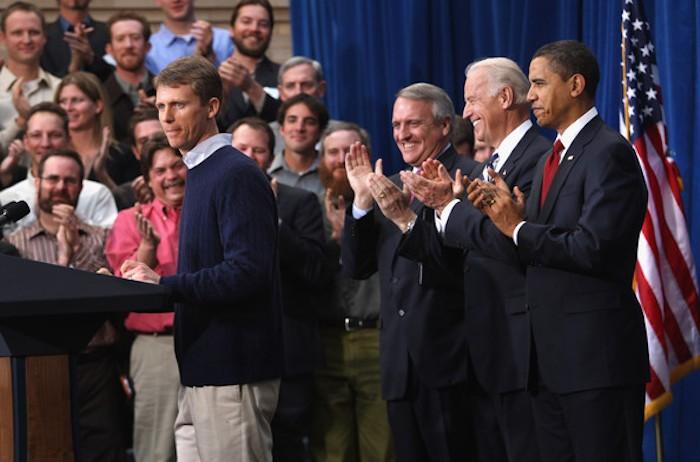 Obama+Travels+Denver+Signs+Stimulus+Bill+vXmSVY0hBrKl