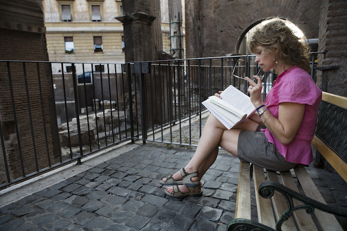 A_young_woman_reading,_Rome_-_2072