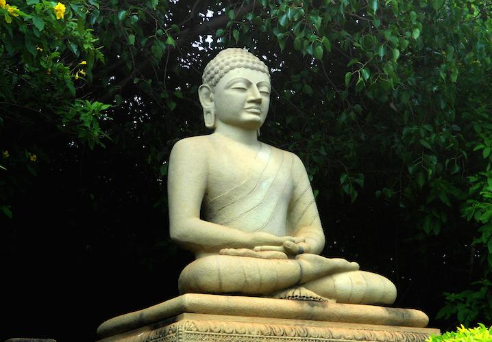 Statue_of_Buddha_at_Thotlakonda_Park