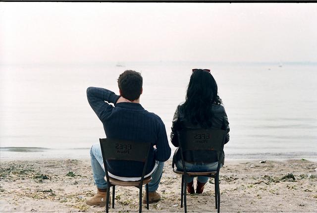 couple love chair break up relationships beach