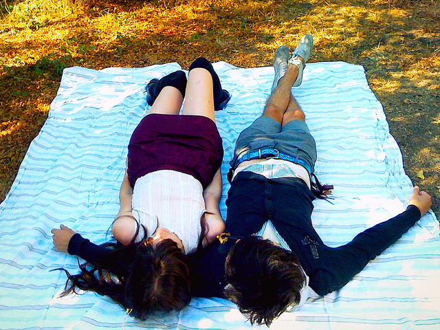 guy girl couple blanket picnic