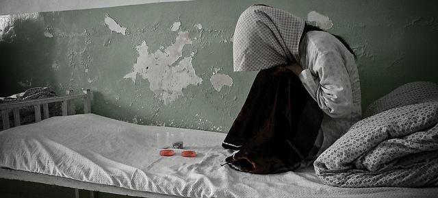 addict opium drug