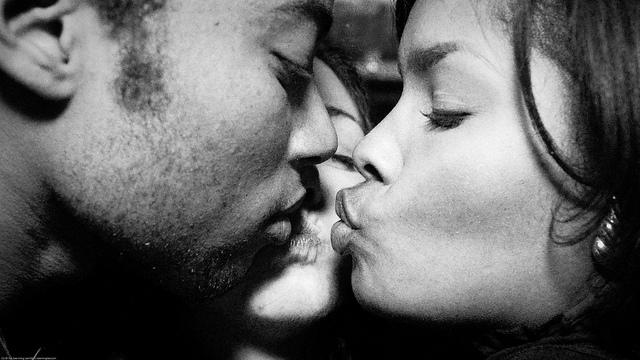 Kiss / 20100203.7D.02742.P1.L1.C169.BW / SML
