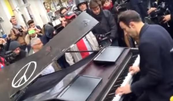 paris piano man screenshot