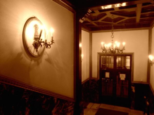 sepia-hallway-madrid