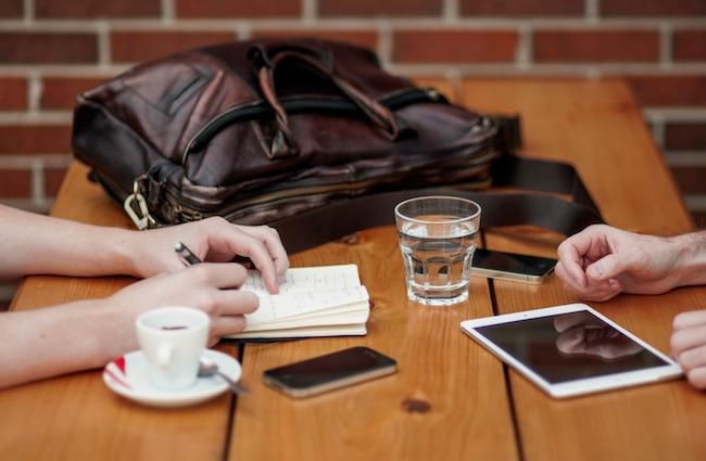 coffee cafe multitask busy iphone