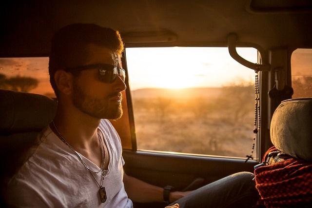 Pixabay: https://pixabay.com/en/man-car-passenger-male-vehicle-802120/