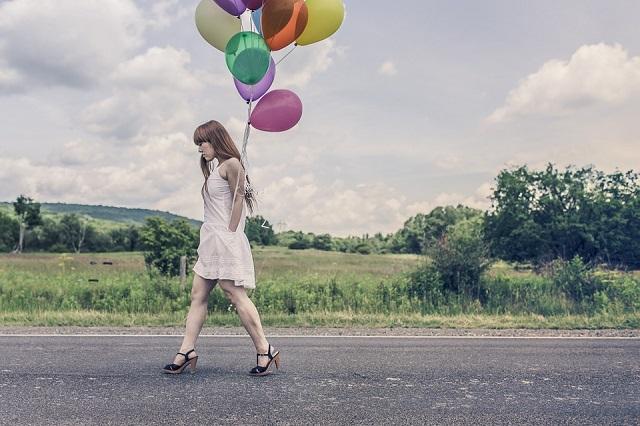 Pixabay: https://pixabay.com/en/balloons-party-girl-happy-walking-388973/