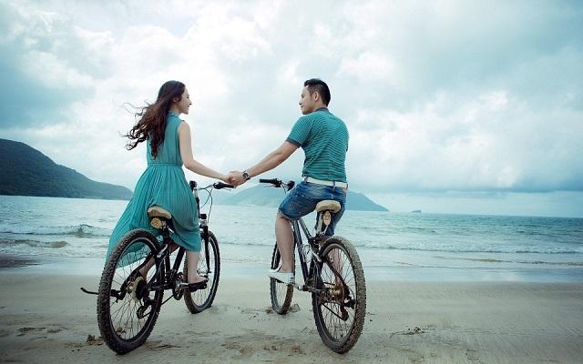 Pixabay: https://pixabay.com/en/couple-beach-love-holiday-summer-955926/