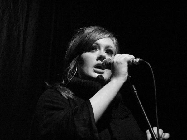 800px-Adele_-_Live_2009_(4)