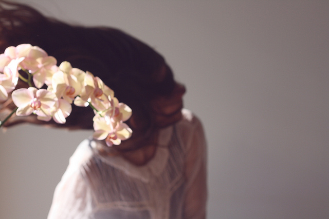 woman hair flowers